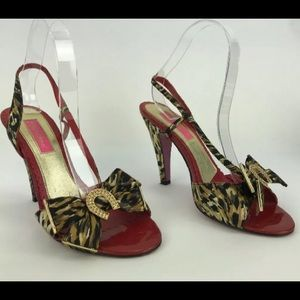 Betsey Johnson Strappy Horseshoe Heels 7.5